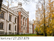 Купить «The facade of the imperial stables in Peterhof», фото № 27257879, снято 20 октября 2017 г. (c) Юлия Бабкина / Фотобанк Лори