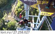 Купить «Women jumping from 69 metres high, Slow motion, Unique SKYPARK AJ Hackett Sochi», видеоролик № 27258027, снято 3 ноября 2017 г. (c) Ирина Мойсеева / Фотобанк Лори