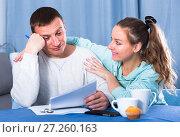 Купить «Couple struggling to pay bills», фото № 27260163, снято 18 марта 2017 г. (c) Яков Филимонов / Фотобанк Лори