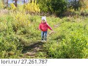 Купить «Lovely smiling 1 years girl walking in autumn outdoors», фото № 27261787, снято 11 октября 2017 г. (c) ivolodina / Фотобанк Лори