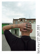 Купить «Осужденный с наколками на руке», фото № 27267351, снято 25 июня 2019 г. (c) Борис Кавашкин / Фотобанк Лори