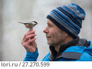 Купить «Photographer Erlend Haarberg, with a Siberian tit (Poecile cinctus) on his hand. Laponia / Swedish Lapland.», фото № 27270599, снято 17 августа 2018 г. (c) Nature Picture Library / Фотобанк Лори