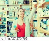 Купить «Senior woman client looking for reliable body care», фото № 27270795, снято 15 марта 2017 г. (c) Яков Филимонов / Фотобанк Лори