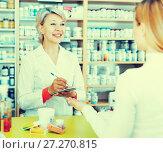 Купить «Seller helping customer to choose care products», фото № 27270815, снято 15 марта 2017 г. (c) Яков Филимонов / Фотобанк Лори