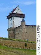 Купить «Башня Длинный Герман. Фрагмент Нарвского замка, Эстония», фото № 27271099, снято 12 августа 2017 г. (c) Виктор Карасев / Фотобанк Лори