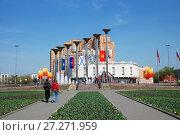 Купить «Светомузыкальный фонтан «Музыка Славы». Район Кузьминки. Город Москва», эксклюзивное фото № 27271959, снято 4 мая 2009 г. (c) lana1501 / Фотобанк Лори