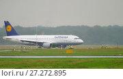 Купить «Airplane taxiing at rainy weather», видеоролик № 27272895, снято 24 июля 2017 г. (c) Игорь Жоров / Фотобанк Лори
