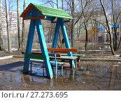 Купить «Детская площадка во дворе жилых домов на Камчатской улице. Район Гольяново. Город Москва», эксклюзивное фото № 27273695, снято 3 апреля 2010 г. (c) lana1501 / Фотобанк Лори