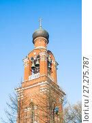 Купить «Фрагмент колокольни храма Преображения Господня в Тушине. Фрагмент», фото № 27275787, снято 20 апреля 2016 г. (c) Алёшина Оксана / Фотобанк Лори