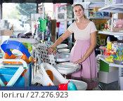Купить «Pleasant pregnant female choosing chair for feeding baby at infant shop», фото № 27276923, снято 22 сентября 2017 г. (c) Яков Филимонов / Фотобанк Лори