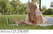 Купить «Pretty young student girl makes purchases online using a credit card and laptop computer», видеоролик № 27278055, снято 21 октября 2017 г. (c) Mikhail Davidovich / Фотобанк Лори