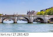 Купить «Остров Сите. Новый мост в Париже над рекой Сена (Pont Neuf). Париж, Франция», фото № 27283423, снято 9 мая 2017 г. (c) Николай Коржов / Фотобанк Лори