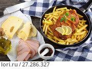 Купить «Cordon Bleu and french fries in skillet», фото № 27286327, снято 3 декабря 2017 г. (c) Oksana Zh / Фотобанк Лори