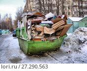 Купить «Контейнер с мусором во дворе жилых домов на Хабаровской улице. Район Гольяново. Город Москва», эксклюзивное фото № 27290563, снято 25 января 2010 г. (c) lana1501 / Фотобанк Лори