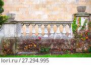 Купить «Old white handrail with balusters», фото № 27294995, снято 3 ноября 2017 г. (c) EugeneSergeev / Фотобанк Лори