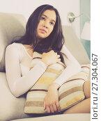 Купить «Gloomy teenager girl with pillow», фото № 27304067, снято 30 мая 2017 г. (c) Яков Филимонов / Фотобанк Лори