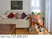 Купить «Ереван. Интерьер холла гостиницы. Конь-качалка», эксклюзивное фото № 27305411, снято 19 марта 2017 г. (c) Илюхина Наталья / Фотобанк Лори