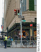 Купить «Saks Fifth Avenue, American luxury department store in Midtown Manhattan, New York City in Christmas», фото № 27306051, снято 16 декабря 2017 г. (c) Валерия Попова / Фотобанк Лори