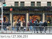 Купить «Празднично оформленные витрины торговых центров на Пятой Авеню, Нью-Йорк, США. Рождество и Новый год», фото № 27306251, снято 16 декабря 2017 г. (c) Валерия Попова / Фотобанк Лори