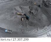 Купить «Open pit mine, breed sorting, mining coal, extractive industry anthracite, Coal industry», фото № 27307299, снято 26 мая 2017 г. (c) Сергей Тимофеев / Фотобанк Лори