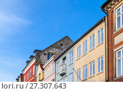 Купить «Colorful facades in a row, Copenhagen», фото № 27307643, снято 9 декабря 2017 г. (c) EugeneSergeev / Фотобанк Лори