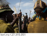 Купить «Tribe warriors during the proud ox ceremony in the Dassanech tribe waiting to share the cow meat, Turkana County, Omorate, Ethiopia.», фото № 27315051, снято 6 июня 2017 г. (c) age Fotostock / Фотобанк Лори