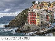 Купить «Charming architecture in the village of Riomaggiore, Cinque Terre, Liguria, Italy.», фото № 27317983, снято 8 октября 2017 г. (c) age Fotostock / Фотобанк Лори