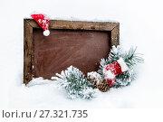 Купить «С Новым годом. Школьная доска, новогодний колпак, сапожок ветки ели и шишка в снегу», фото № 27321735, снято 24 декабря 2017 г. (c) Наталья Осипова / Фотобанк Лори