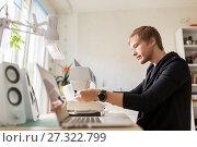 fashion designer with sewing machine at studio. Стоковое фото, фотограф Syda Productions / Фотобанк Лори