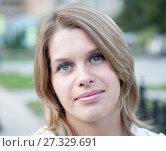 Купить «Портрет девушки со светлыми волосами», фото № 27329691, снято 18 сентября 2011 г. (c) Кекяляйнен Андрей / Фотобанк Лори