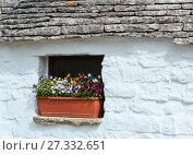 Купить «Trulli houses in Alberobello, Italy», фото № 27332651, снято 6 июня 2017 г. (c) Юрий Брыкайло / Фотобанк Лори