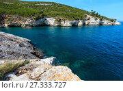 Купить «Summer rocky sea coast, Gargano, Puglia, Italy», фото № 27333727, снято 5 июня 2017 г. (c) Юрий Брыкайло / Фотобанк Лори