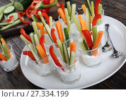 Купить «individual Cocktail shot glasses with veggies sticks», фото № 27334199, снято 25 декабря 2017 г. (c) Oksana Zh / Фотобанк Лори
