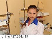 Женщина-врач в белом халате (2015 год). Редакционное фото, фотограф Юрий Морозов / Фотобанк Лори