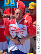 Купить «Joey Chestnut wins Nathan's 2016 Hot Dog Eating Contest Featuring: Joey Chestnut, George Shea, Atmosphere Where: Manhattan, New York, United States When: 04 Jul 2016 Credit: TNYF/WENN.com», фото № 27338607, снято 4 июля 2016 г. (c) age Fotostock / Фотобанк Лори