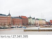 Купить «Набережная Хельсинки зимой. Финляндия», фото № 27341395, снято 10 декабря 2017 г. (c) Екатерина Овсянникова / Фотобанк Лори
