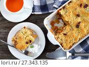 Купить «tasty apple crumble on a plate», фото № 27343135, снято 28 декабря 2017 г. (c) Oksana Zh / Фотобанк Лори