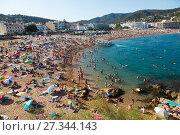 Купить «Beach of Tossa de Mar», фото № 27344143, снято 17 августа 2017 г. (c) Яков Филимонов / Фотобанк Лори