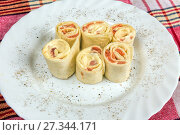Hot rolls with salmon. Стоковое фото, фотограф Евгений Ткачёв / Фотобанк Лори