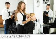 Купить «woman in the barbershop», фото № 27344439, снято 19 января 2018 г. (c) Яков Филимонов / Фотобанк Лори