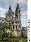 Купить «Munsterkerk, Roermond, Netherlands», фото № 27346495, снято 7 мая 2015 г. (c) Boris Breytman / Фотобанк Лори