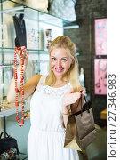 Купить «Woman buying long necklace», фото № 27346983, снято 20 августа 2018 г. (c) Яков Филимонов / Фотобанк Лори