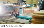 Купить «Carpenter cut a wooden fragment on a furniture factory», видеоролик № 27347071, снято 18 августа 2019 г. (c) Константин Шишкин / Фотобанк Лори