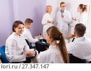 Купить «Medical students communicating during recess between lectures in auditorium», фото № 27347147, снято 5 октября 2017 г. (c) Яков Филимонов / Фотобанк Лори