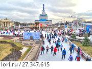 Купить «Каток на ВДНХ 2018 – главная ледовая площадка страны и самая большая в Европе», фото № 27347615, снято 4 января 2018 г. (c) Parmenov Pavel / Фотобанк Лори