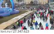 Купить «Каток на ВДНХ 2018 – главная ледовая площадка страны и самая большая в Европе. Видео 4K», видеоролик № 27347623, снято 4 января 2018 г. (c) Parmenov Pavel / Фотобанк Лори