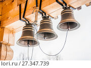 Купить «Новые церковные колокола в колокольне деревянной Церкви Святого Великомученика и Целителя Пантелеимона в Обнинске», фото № 27347739, снято 6 января 2013 г. (c) Алёшина Оксана / Фотобанк Лори