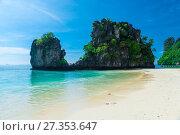Купить «the beach of the island of Hong with a beautiful view of the rocks, a tourist place in Thailand», фото № 27353647, снято 10 ноября 2016 г. (c) Константин Лабунский / Фотобанк Лори