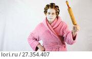 Купить «Angry wife with a rolling pin in hand», видеоролик № 27354407, снято 5 января 2018 г. (c) Илья Шаматура / Фотобанк Лори