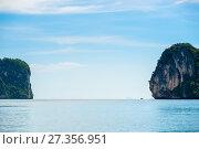 Купить «sea, sharp rocks and horizon - a picturesque tropical landscape in Thailand, Krabi», фото № 27356951, снято 10 ноября 2016 г. (c) Константин Лабунский / Фотобанк Лори
